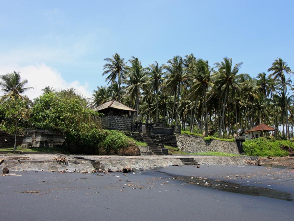 Tanah depan pantai yang menakjubkan