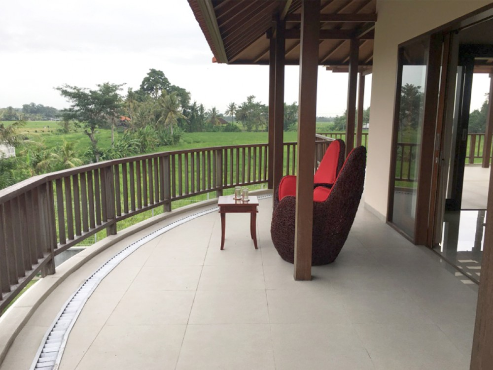 Freehold 3 bedroom villa with rice field view