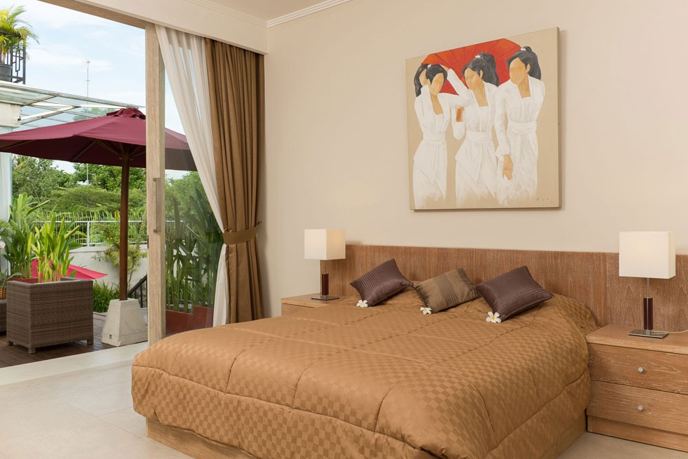 luxury four bedroom villa in Nyanyi Beach