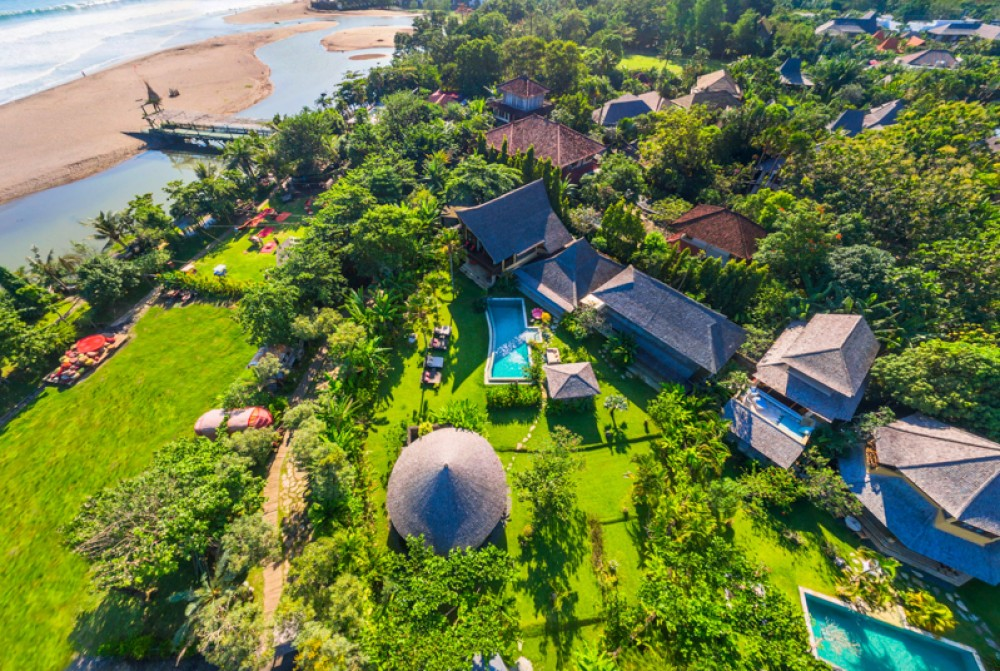 Beachfront traditional villa for sale in Batu Belig