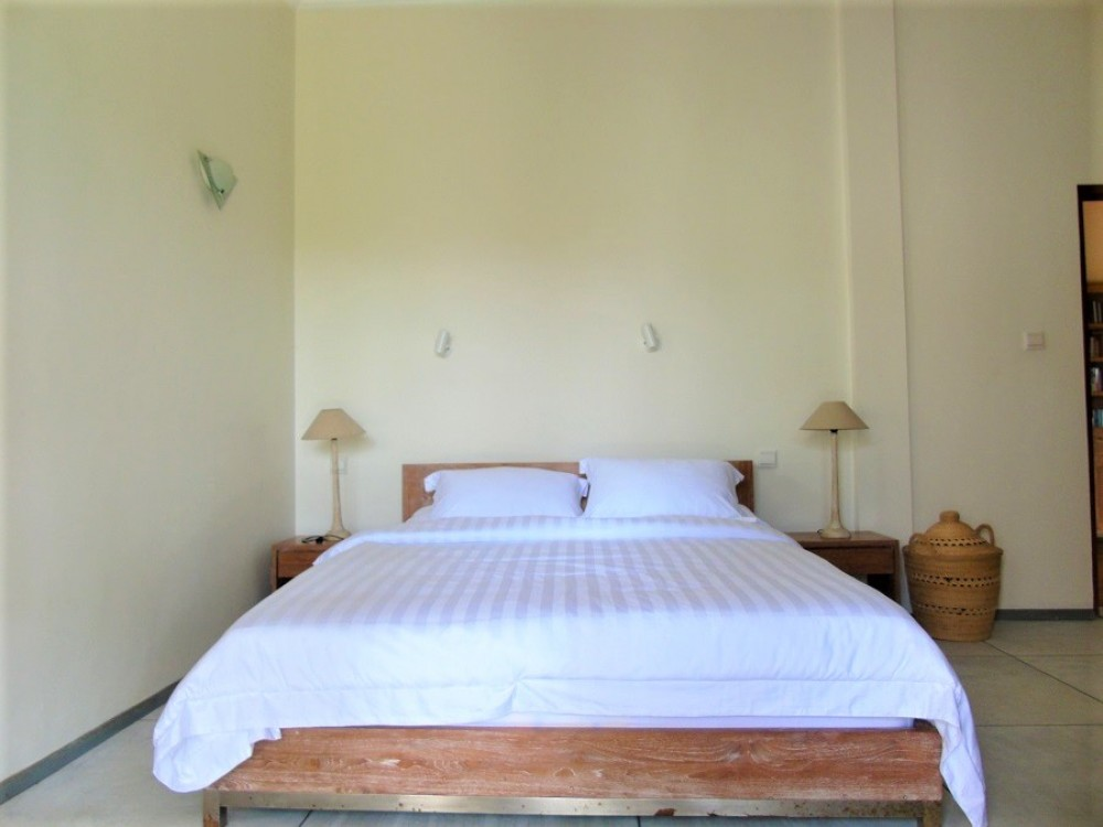 beautiful four bedroom villa with breathtaking rice field view in center area of berawa canggu