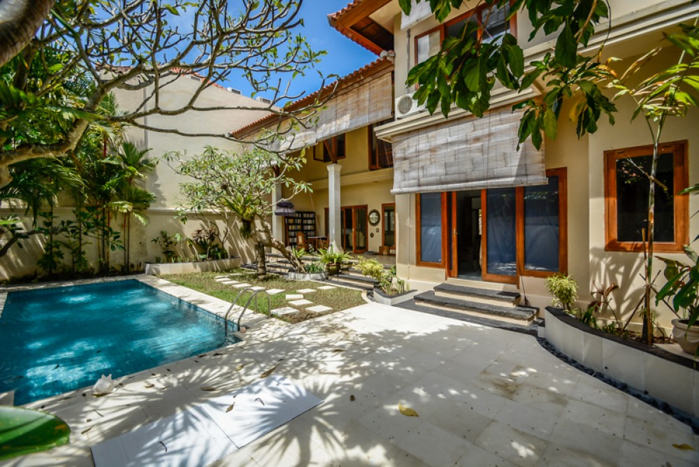 Best Four Bedrooms Villa for Sale in Batu Belig