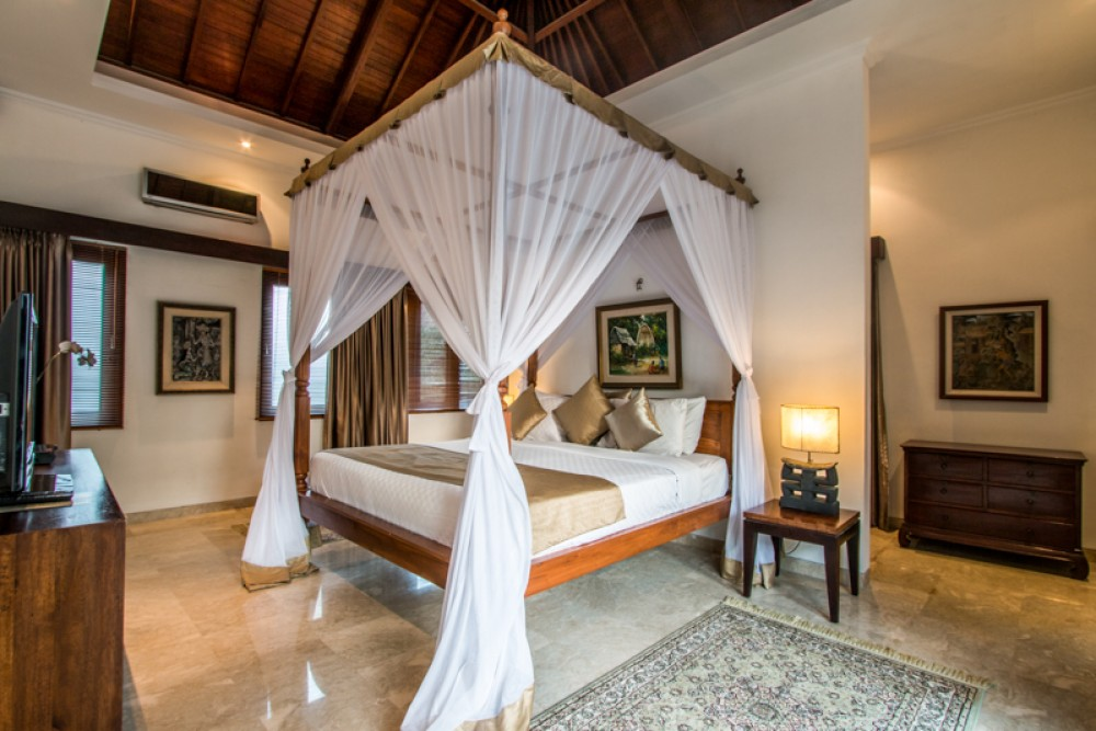 Beautiful Three Bedrooms Complex Villa for Sale in Seminyak