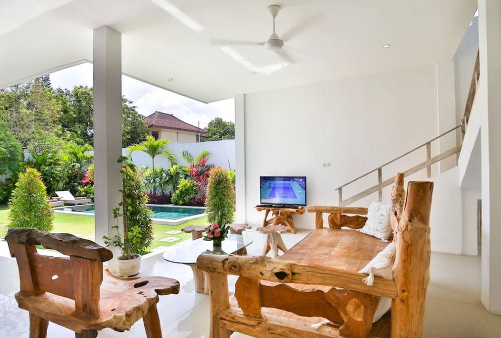 beautiful two bedroom villa walking distance to seminyak beach