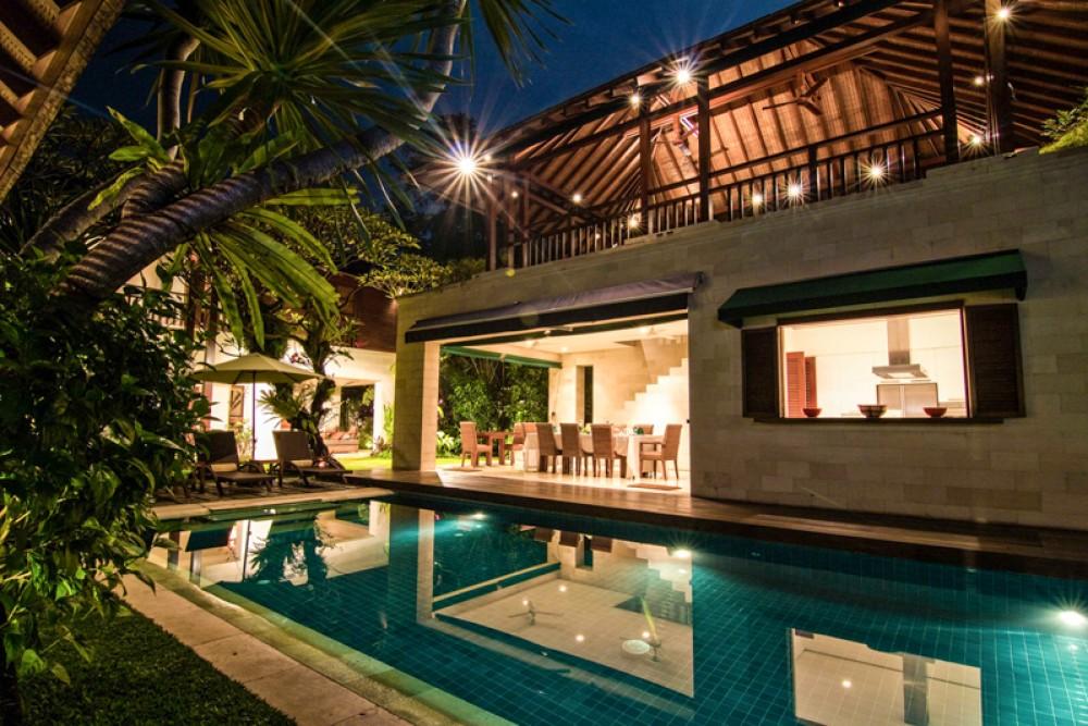 Incroyable Tropical Freehold Villa à Vendre à Seminyak