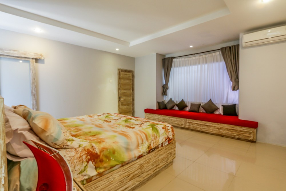 Charming Beautiful Freehold Villa Dijual di Bukit