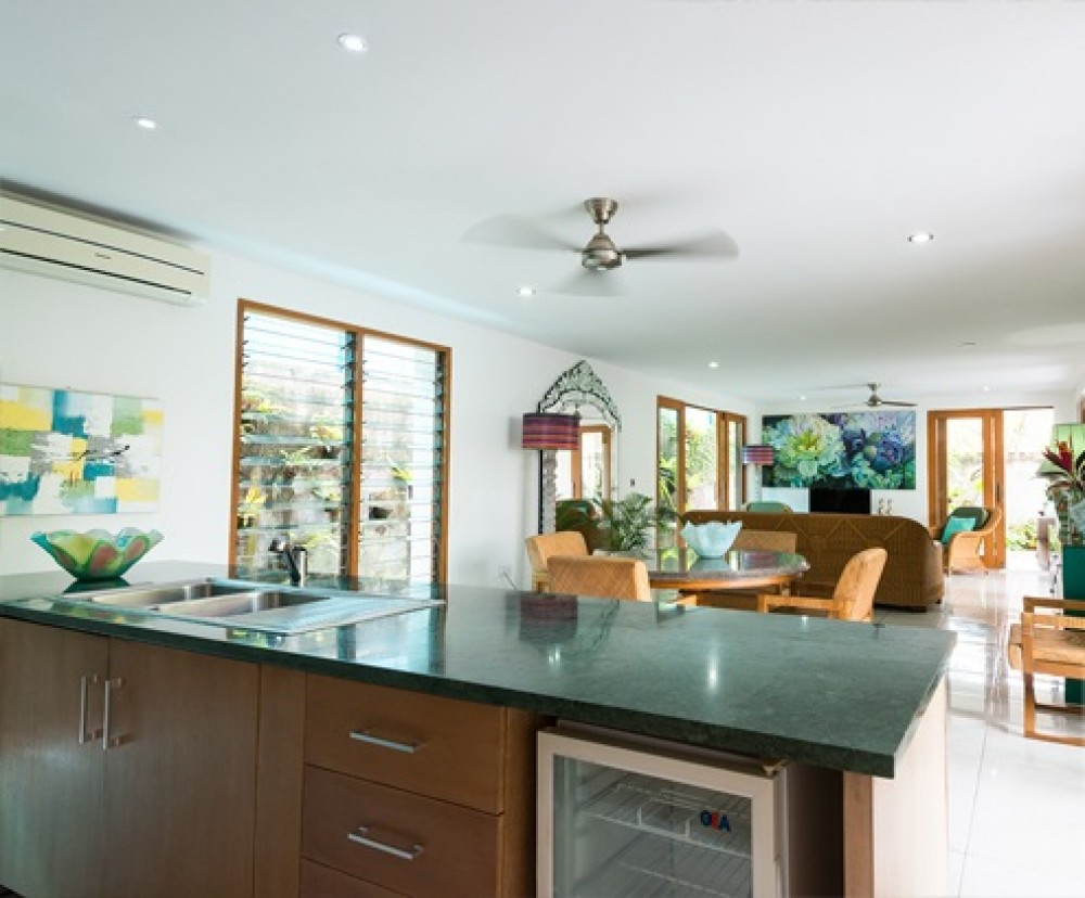 3 Bedrooms Beachside Modern Tropical Leasehold Real Estate for Sale in Sanur