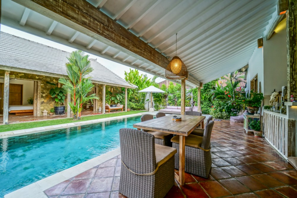 beautiful three bedroom villa for living in great area of kerobokan ( available on 15 sept 2018 )