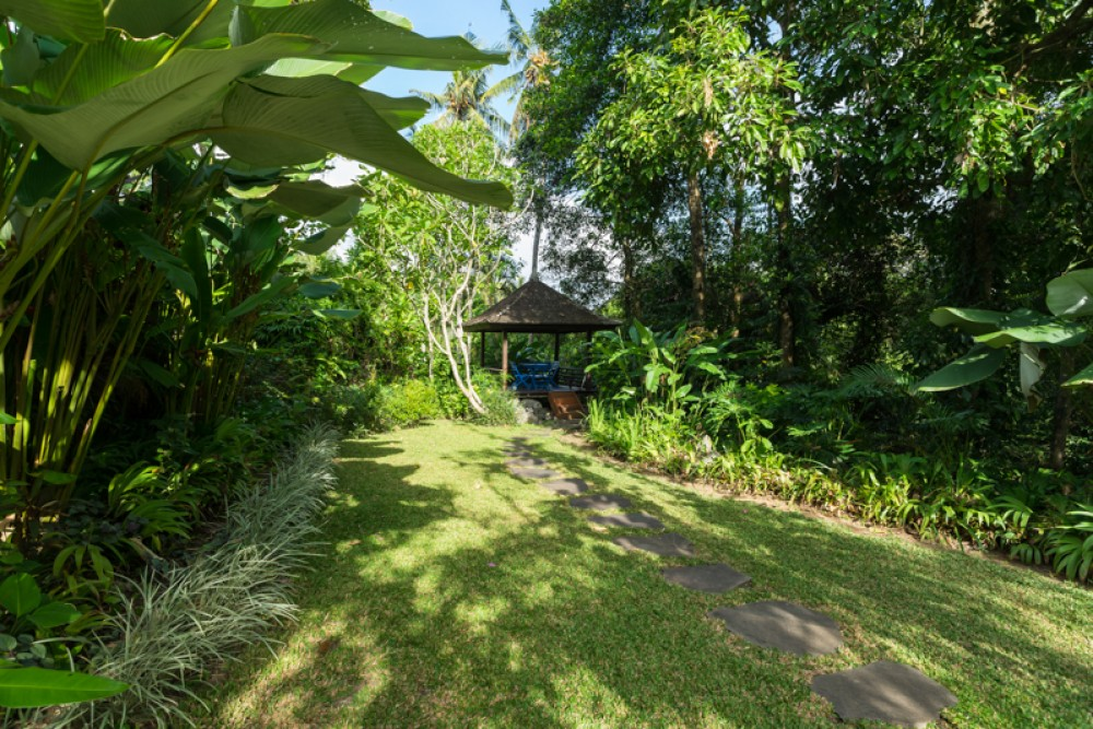Beautiful villa with lush garden in Buwit - Tabanan