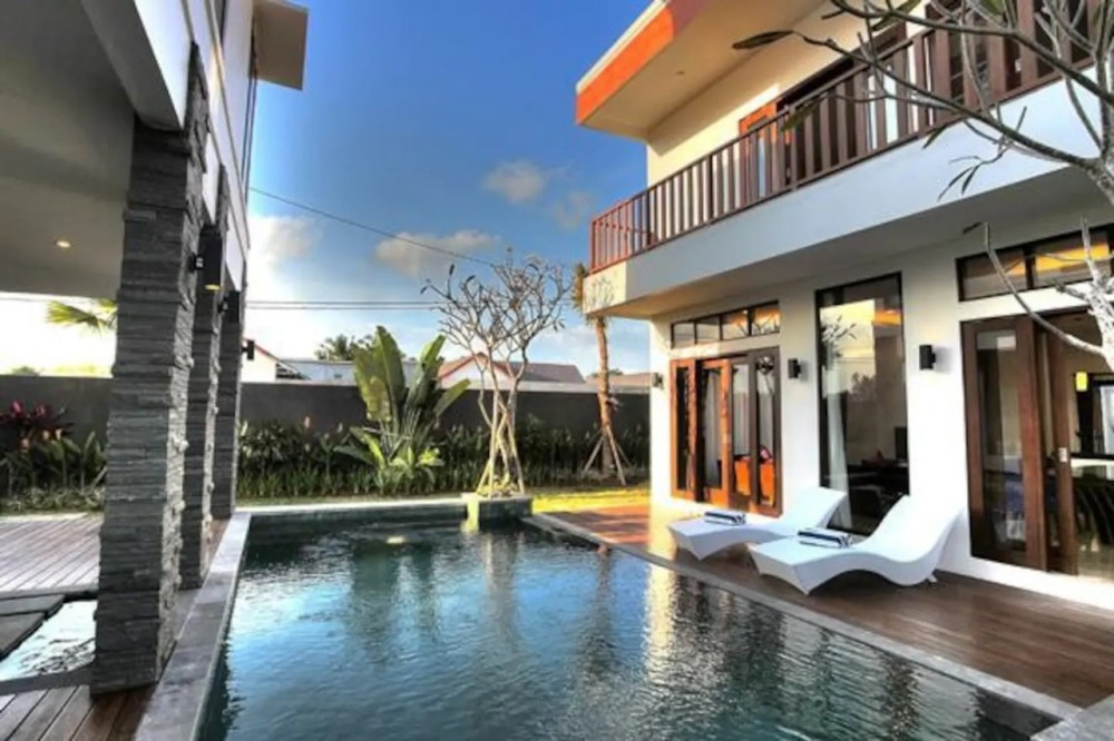 lovely modern three bedroom villa in berawa canggu