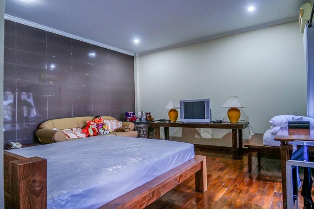 Indah Tiga Tingkat Hak Milik Villa Dijual di Lokasi Prima Petitenget