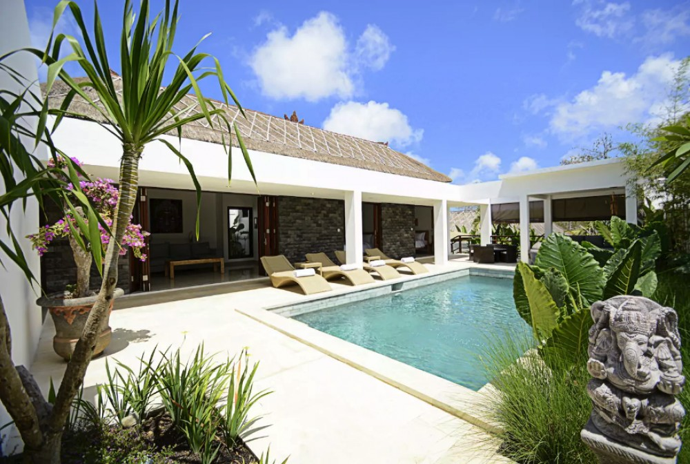 Modern Tropical Three Bedrooms Villa for Sale in Ungasan