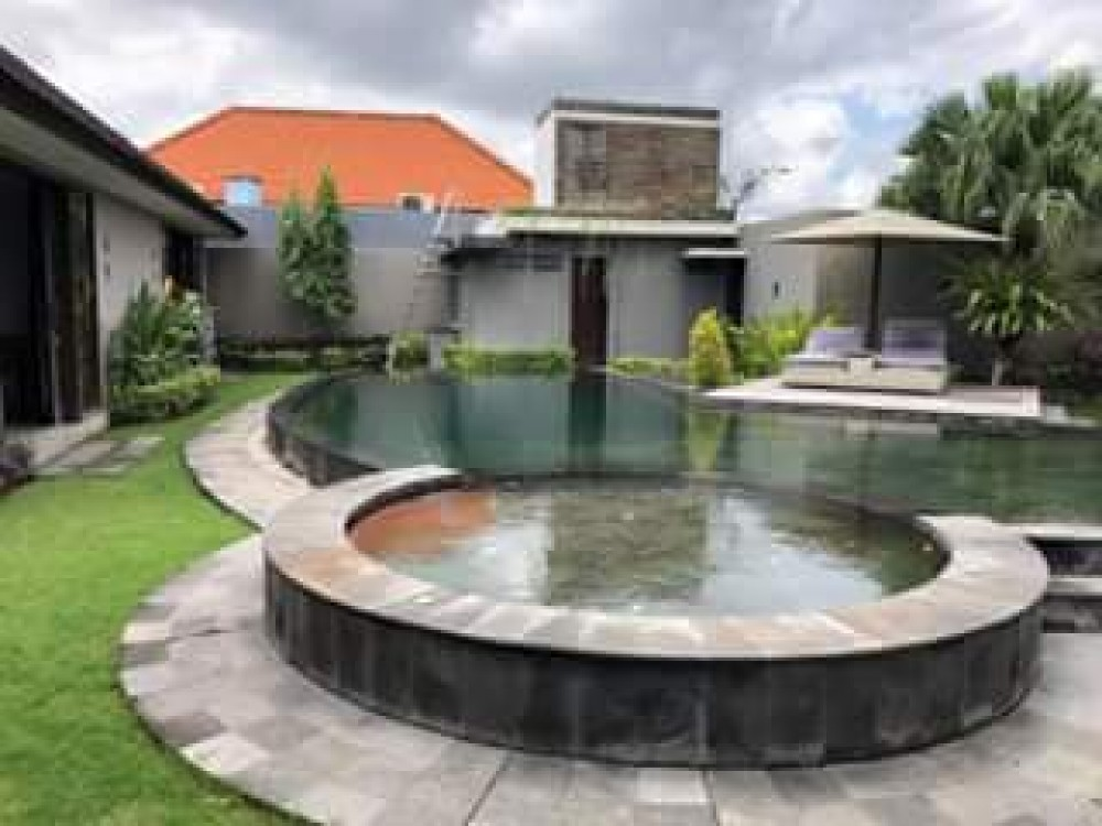 PADI FIELD THREE BEDROOM LUXURY VILLA AT CANGGU