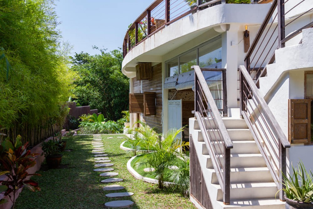 super luxurious seven bedroom villa in batu bolong canggu