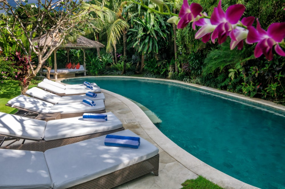 Elegant villa with spacious land for sale in Seminyak