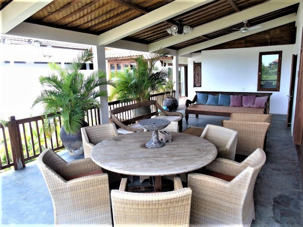 4 Bedroom Freehold Villa Walking Distance to the Beach