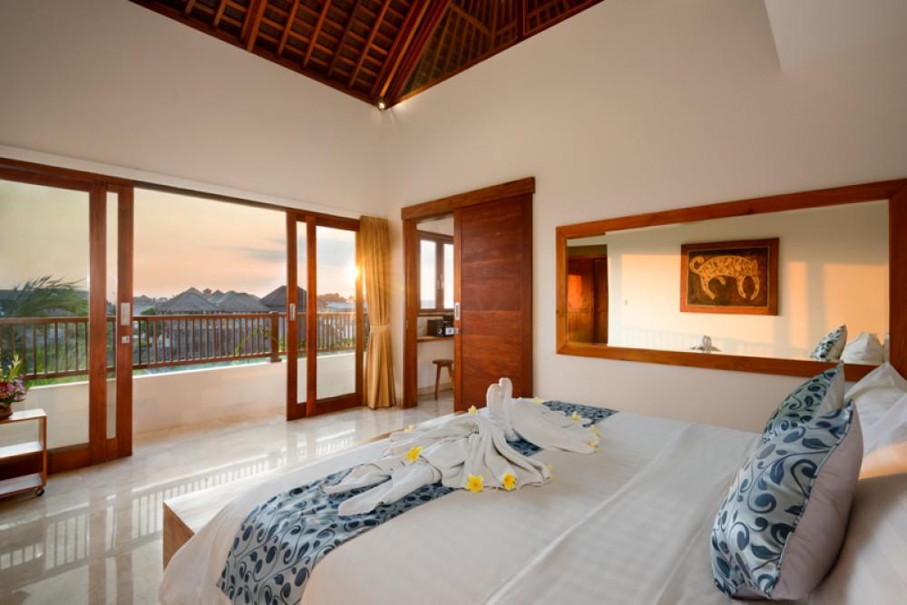 Élégante villa de trois étages en pleine propriété à vendre dans le meilleur emplacement de Canggu