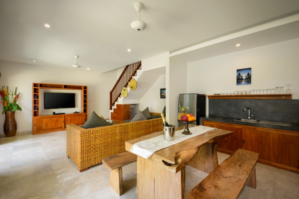 Beautiful Three Bedrooms Freehold Villa for Sale in Echo Beach