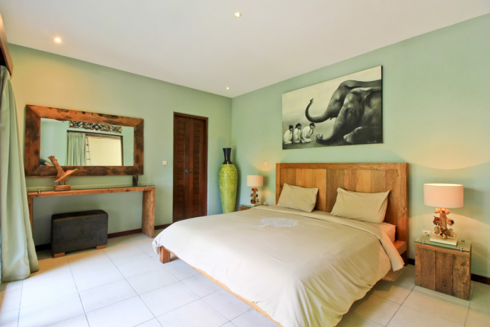 Outstanding Beautiful Villa for lease walking distance to Seminyak