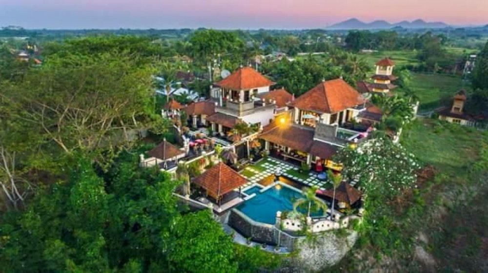 Beautiful 10 Bedrooms Freehold Villa in Gianyar