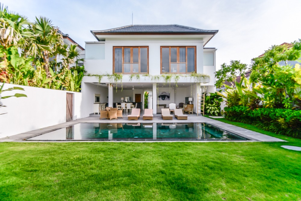 Charming Three Bedrooms Villa for Sale in Prime Location of Seminyak