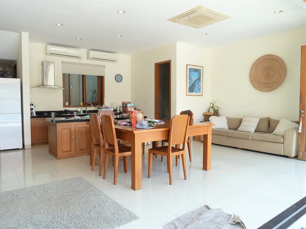 Spacious 4 bedrooms villa close to the beach open living room in berawa (Available on july 2021)