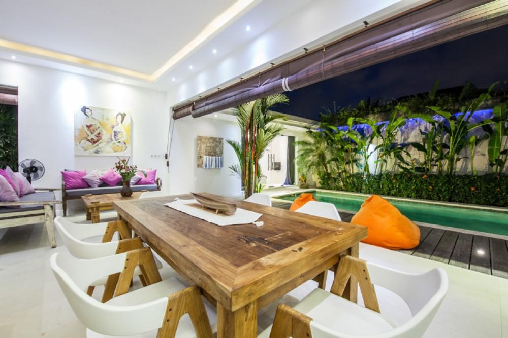 Villa Dua Kamar Tidur Modern dan Menawan Dijual di Lokasi Utama Seminyak