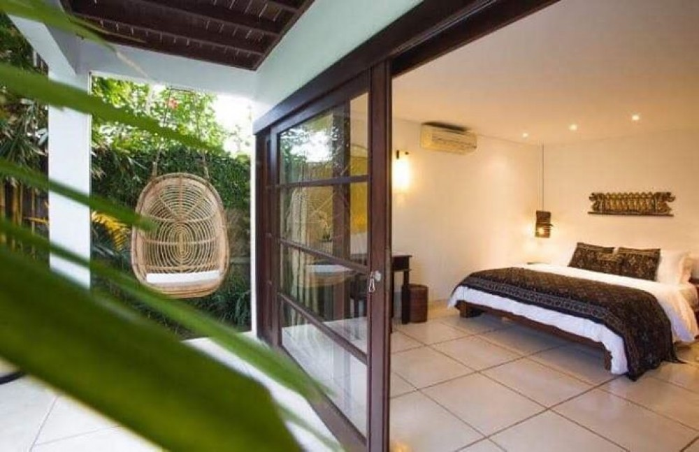 beautiful four bedroom villa in the beach side area of pererenan canggu