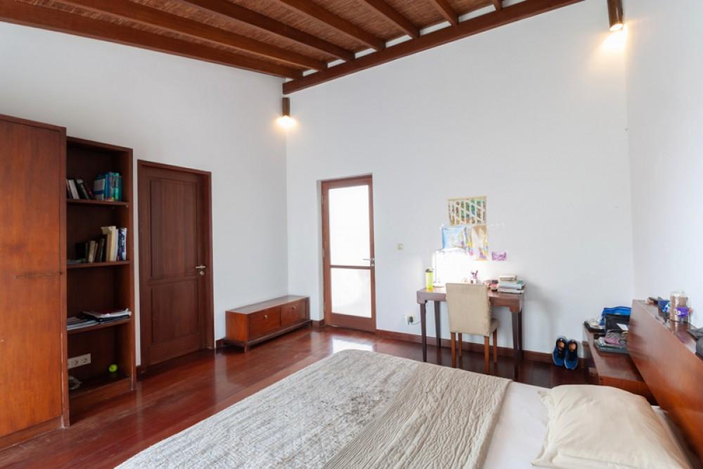 Villa Bergaya dan Menawan Dijual di Berawa