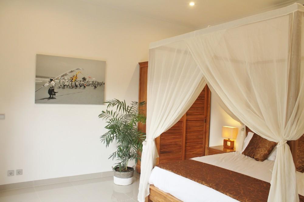 beautiful three bedroom villa in batu belig seminyak