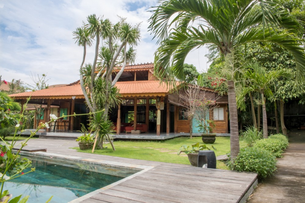Amazing Private Joglo Villa with Spacious land for Sale in Umalas