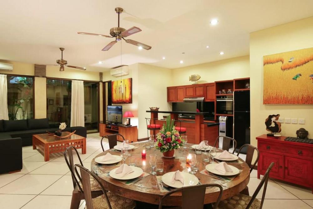 stunning four bedroom villa in center area of berawa canggu
