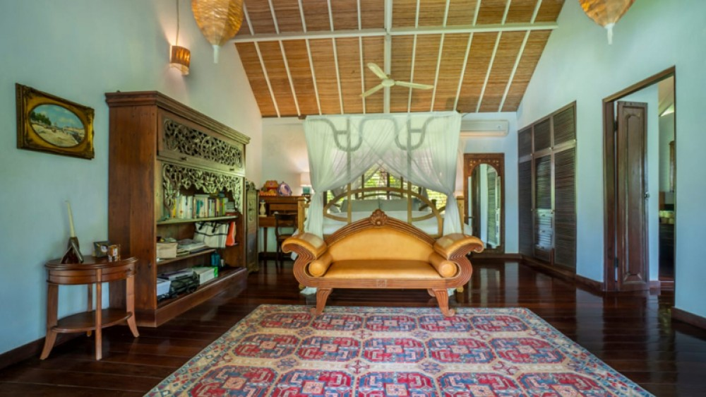 Luxurious Traditional Villa with Spacious Land for Sale in Kaba Kaba