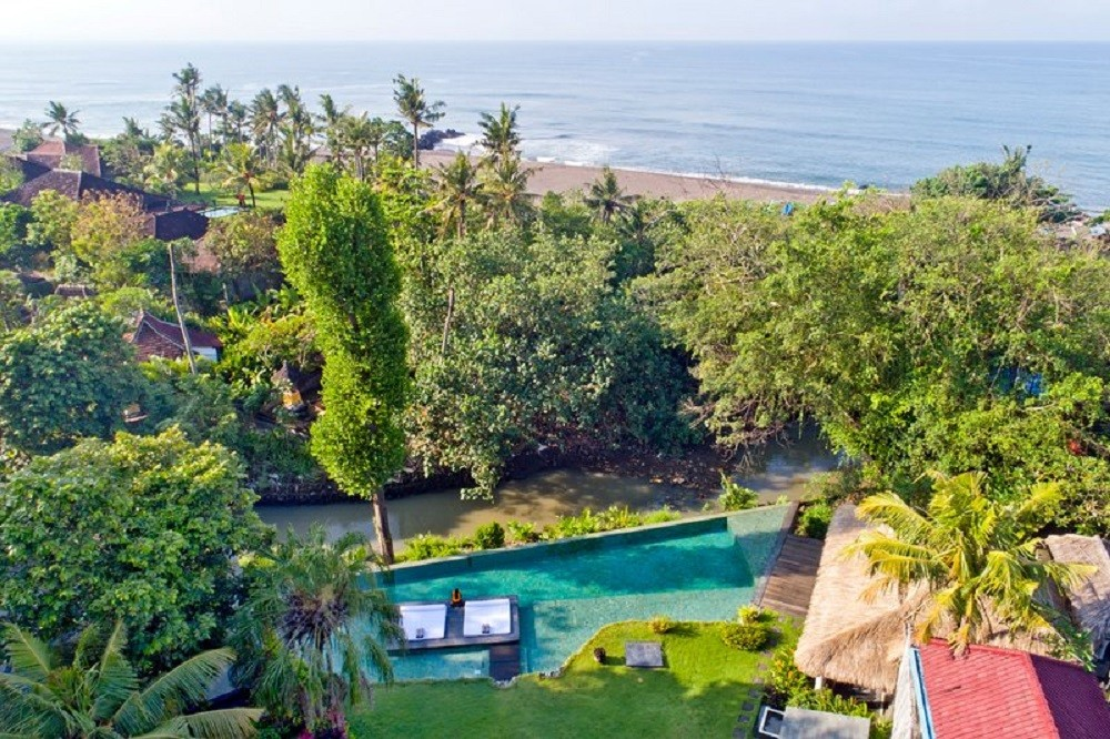 Luxury Five Bedrooms Villa In Mengwi In Front Of Beach