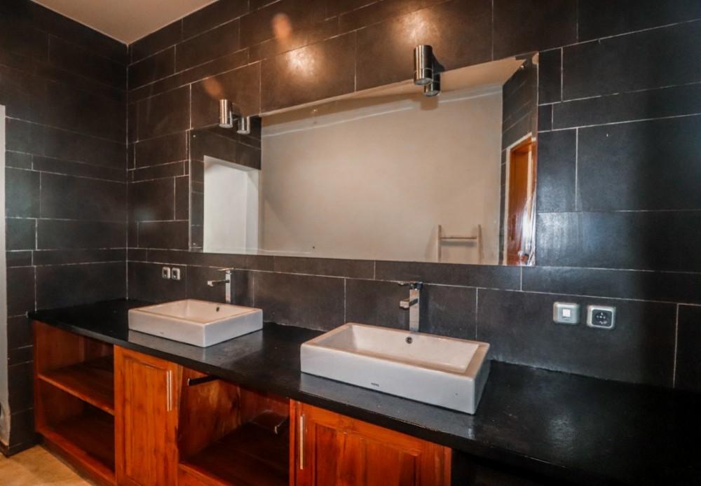 beautiful 4 bedroom villa in berawa canggu
