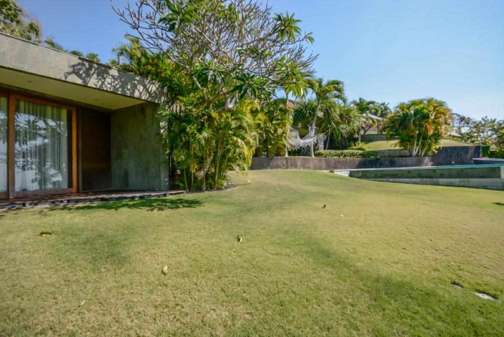 Luxurious Modern Vila with Spacious land for Sale in Uluwatu