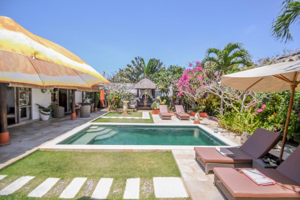 Villa Dua Kamar Tidur Tropis Bali Dijual di Ungasan