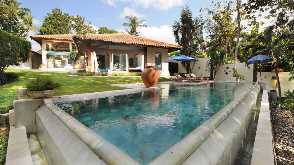 Beautiful Three Bedrooms Villa In Canggu With Very Spacious Garden