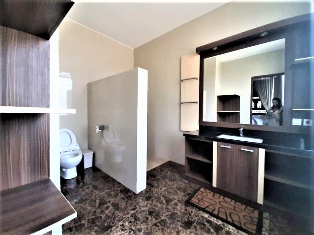 Gorgeous 4 bedrooms modern joglo villa in munggu