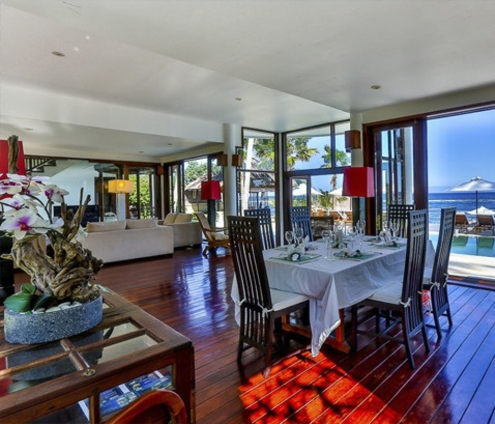Stunning 4 Bedrooms Freehold Water Front with Private beach Real Estate For Sale