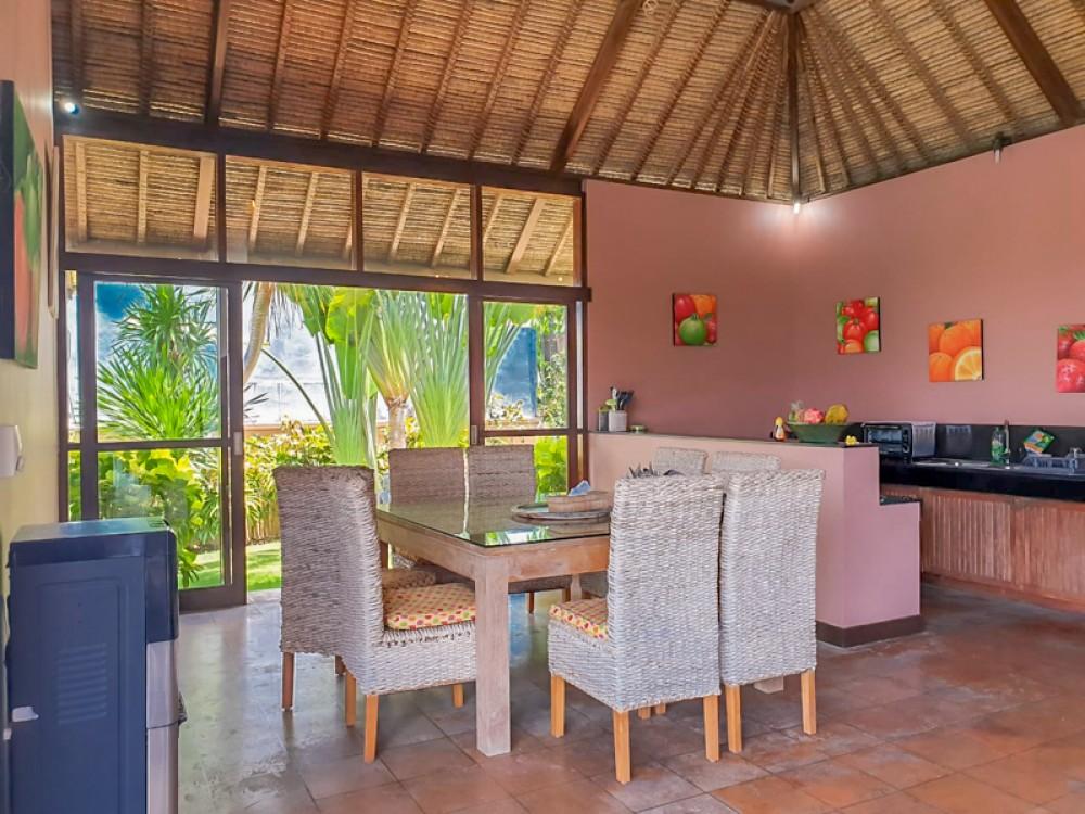 Villa Luar Biasa dengan Tanah Luas Dijual di Ungasan