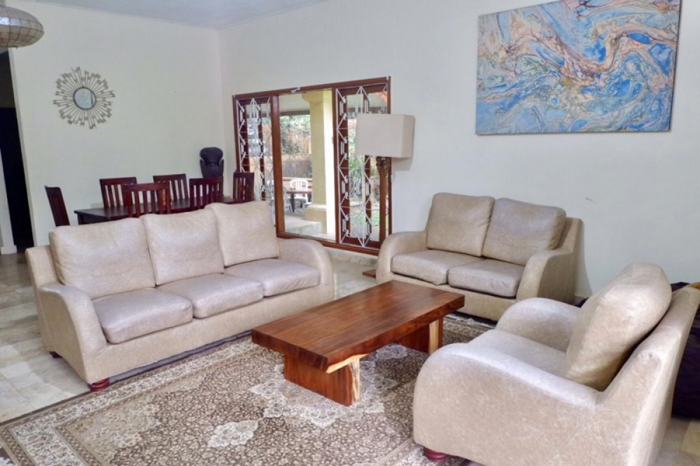 3 BEDROOMS FREEHOLD PROPERTY IN POPULAR AREA