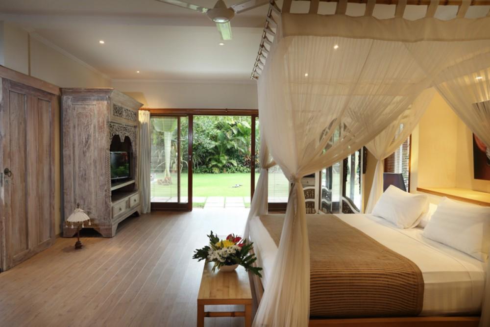 Luxurious Four Bedrooms Villa for Sale near the Beach
