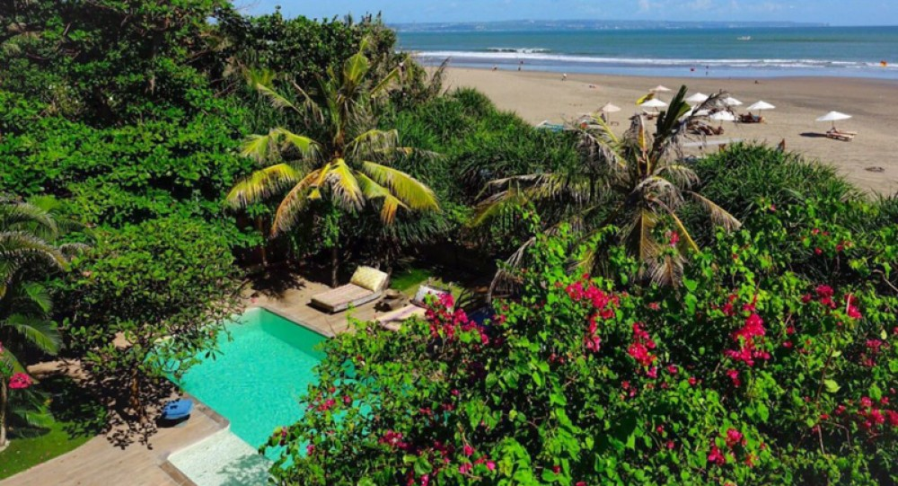 Amazing Beachfront Villa with Long Lease for Sale in Seminyak