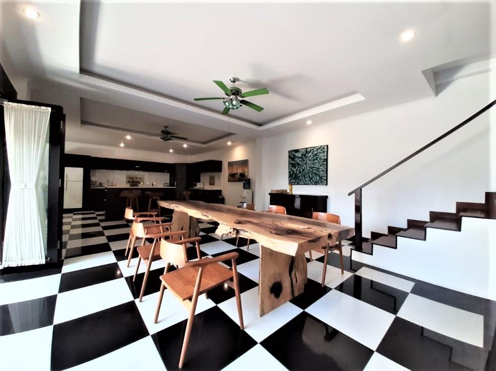 beautiful three bedroom villa in great area of berawa canggu