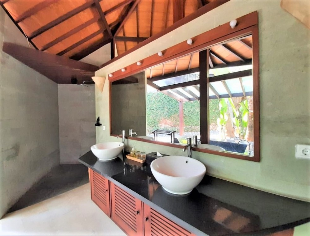 amazing four bedroom villa in umalas