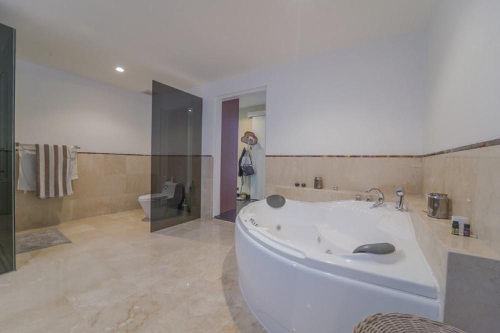 Beautiful Three Bedrooms Freehold Villa for Sale in Seminyak
