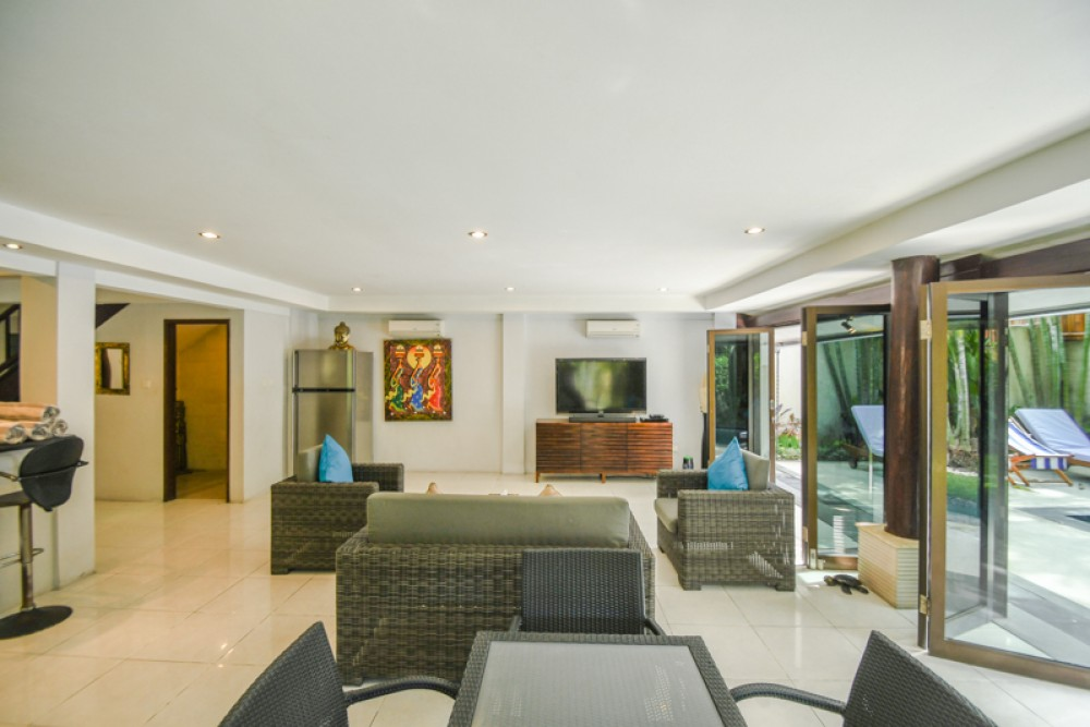 Villa Cantik Di Bawah Pasar, ROI Dijual di Seminyak
