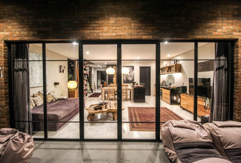 Charming Industrial Style Villa for Long Lease