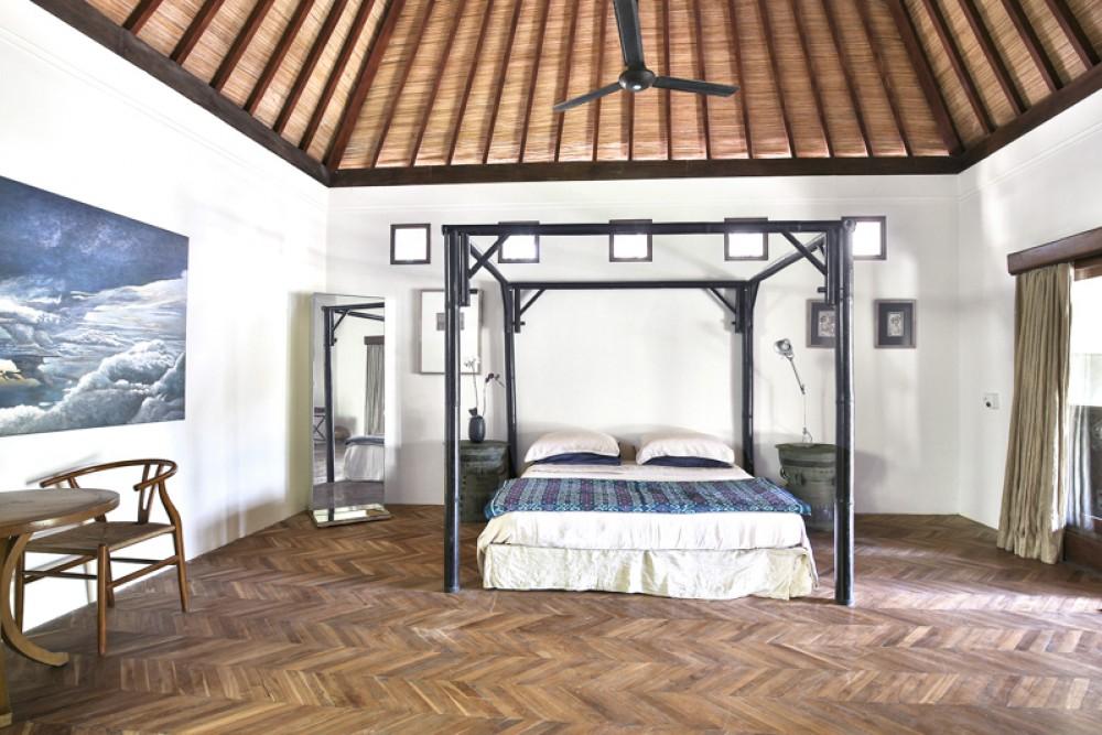 Contemporary Five Bedrooms Villa for Sale in Echo Beach